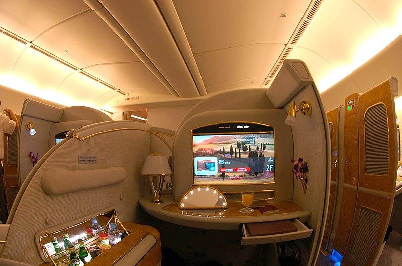 Suite de primera clase del Boeing 777-200LR, de Emirates Airlines.
