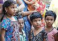 Enfants devant un temple de Ganesh (Patteeswaram, Inde) (14058034566).jpg