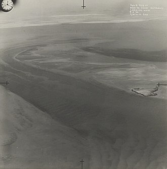 Khawr al Udayd - Entrance to Khawr al Udayd looking WNW, photographed during a reconnaissance mission by the Royal Air Force on 9 May 1934.