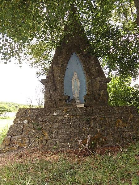 Eppe-Sauvage (Nord, Fr) chapelle N.D. de Lourdes (Voyaux)