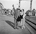 Eppo en Etty Doeve bij het spoor, Bestanddeelnr 254-2203.jpg