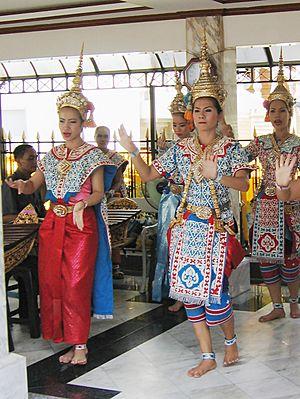 Erawan Shrine - Image: Erawan dance
