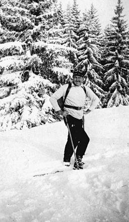 Ernest Hemingway skiing, Switzerland, 1927