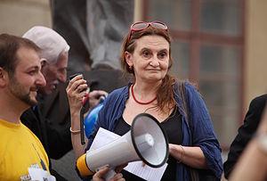Eva Holubová - Eva Holubová protesting against the President Václav Klaus in 2009