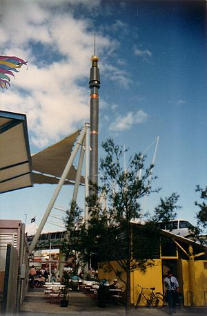 The Skyneedle, Brisbane - Image: Expo 88 skyneedle and monorail