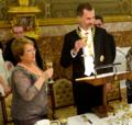 Felipe VI y Michelle Bachelet luciendo órdenes.png