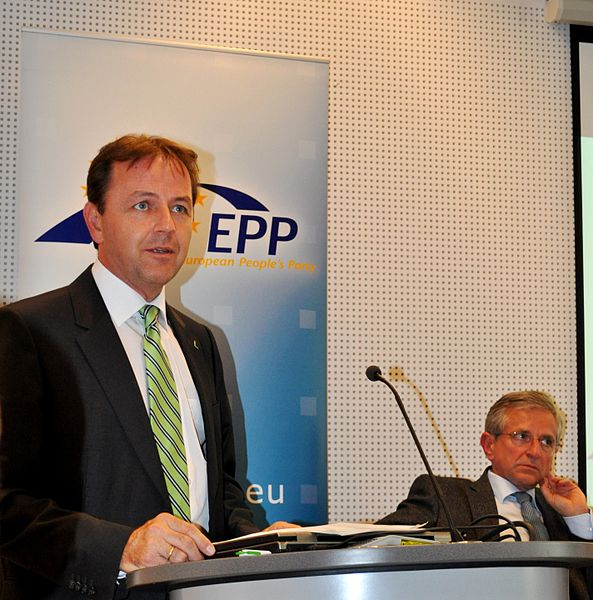 File:Flickr - europeanpeoplesparty - EPP presents CAP Document (2).jpg