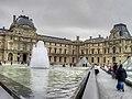 Fontaine de la Pyramide du Louvre 001.jpg