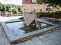 Fontaine sur la place centrale de Burnhaup-le-Haut.jpg