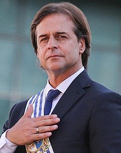 Foto Oficial Presidente Luis Lacalle Pou (cropped).jpg