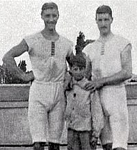 François Brandt, Roelof Klein and unknown French Boy (1900 Summer Olympics) cropped.jpg