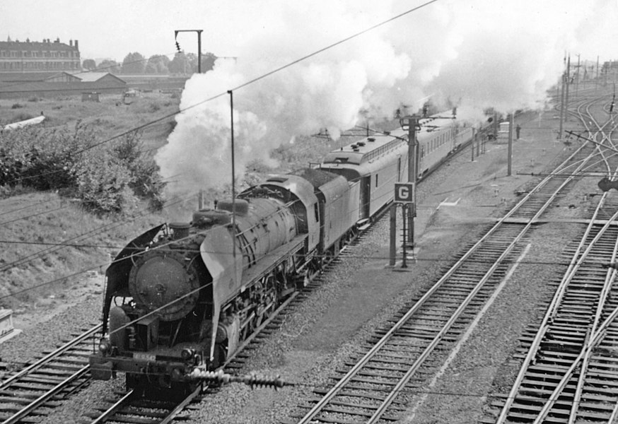 Westbound international express near Lille Sud (Nord), with an American-built 141 class locomotive, 1957.