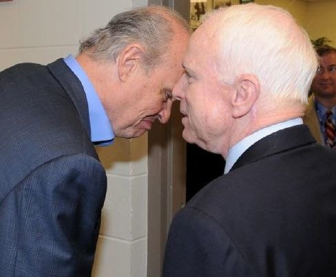 Fred Thompson and John McCain share a private conversation (2071601485) (cropped1)