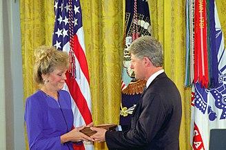 Gary Gordon - President Clinton presents the Medal of Honor to Carmen, the widow of Master Sergeant Gary I. Gordon.