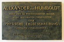Gedenktafel im Haus Unter den Linden 6 in Berlin-Mitte zu Humboldts Vorlesungen 1827/28 (Quelle: Wikimedia)