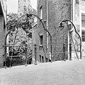 Gesmeed ijzeren hijsinrichting op bruggetje met 2 katrollen (15e eeuw?) - Amersfoort - 20010027 - RCE.jpg