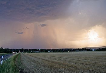 English: Thunderstorm in front of Taunus, Nied...
