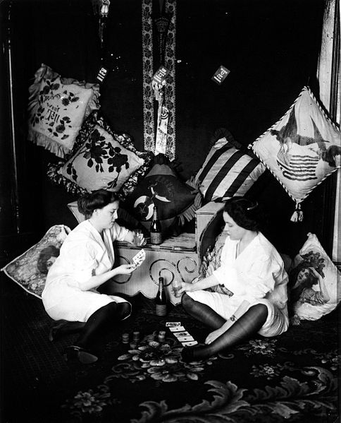 File:Girls Playing Cards Storyville Bellocq.jpg