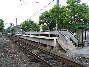 Glenbrook (Metro-North station) - Glenbrook Station's platform, looking north