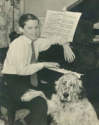 Glenn Gould - Gould in February 1946 with his parakeet, Mozart, and his English Setter, Nick(y)