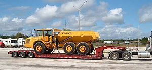 Lowboy (trailer) - Image: Globe Trailers Lowboy with Volvo A300