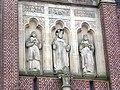 Godewaersvelde (Nord, Fr) église, statues de la façade.JPG
