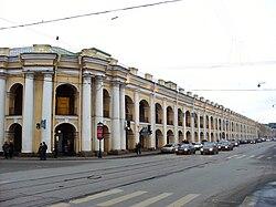Большой Гостиный двор в Санкт-Петербурге - памятник истории и архитектуры 18 века, давний оптовый торговый двор...