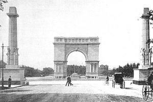 Grand Army Plaza - Arch and columns in 1894 without sculptures; the low dome beyond the archway at ground level is the 1873 fountain