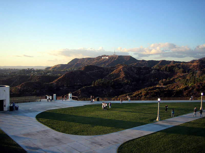 File:Griffith Observatory entrance lawn with Hollywood sign.jpg