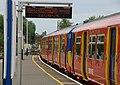 Guildford railway station MMB 19 455725.jpg