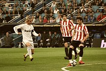 cd6c6f8ba Real Madrid s Guti (left) and Athletic Bilbao s Javi Martínez (centre) and  Amorebieta (right) during a match at the Bernabéu