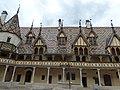 Hôtel-Dieu de Beaune - Cour d'Honneur (35486078692).jpg