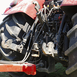 Three-point hitch - Rear three-point hitch of a Case IH tractor with implement attached by the drawbar