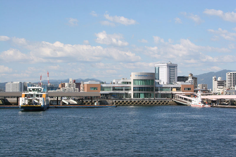 http://upload.wikimedia.org/wikipedia/commons/thumb/e/e9/Hiroshima_port.jpg/800px-Hiroshima_port.jpg