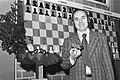 Hoogovenschaaktoornooi, laatste ronde Portisch met trofe, Bestanddeelnr 929-5554.jpg