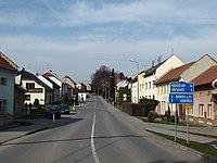 Hradčany (Hradčany-Kobeřice), náves.jpg