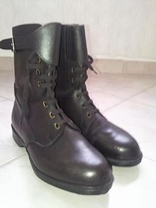 Hungarian military combat boot (M65 surranó) 08.jpg
