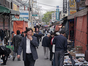 Hwanghak-dong Flea Market - Image: Hwanghak dong Flea market