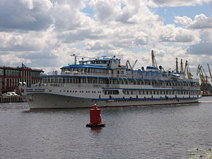 I.A. Krylov on Khimki Reservoir 23-jul-2012 04.JPG