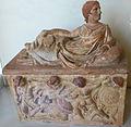 IMG 1075 - Perugia - Museo archeologico - Urna etrusca - 7 ago 2006 - Foto G. Dall'Orto2.jpg