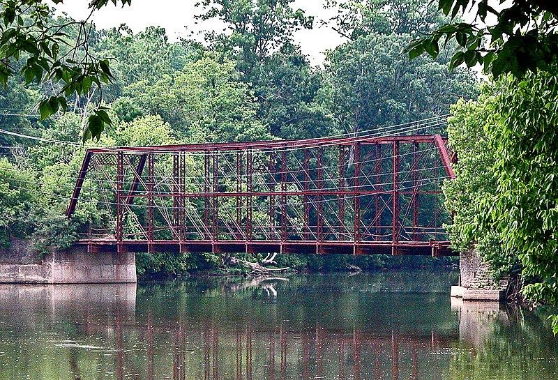 File:I found another old iron bridge (625744298).jpg