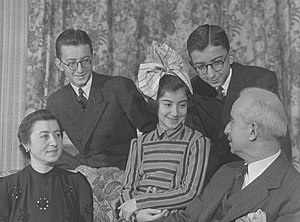 İsmet İnönü - President İnönü (far right) with his family, c.1940s; from left: his wife Mevhibe, and their three children, Ömer, Özden (later Toker), and Erdal