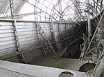 Interior de la barcaza de motores de un dirigible Zeppelin.jpg