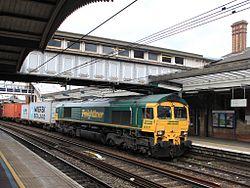 Ipswich - Freightliner 66537 passing under the old footbridge.jpg