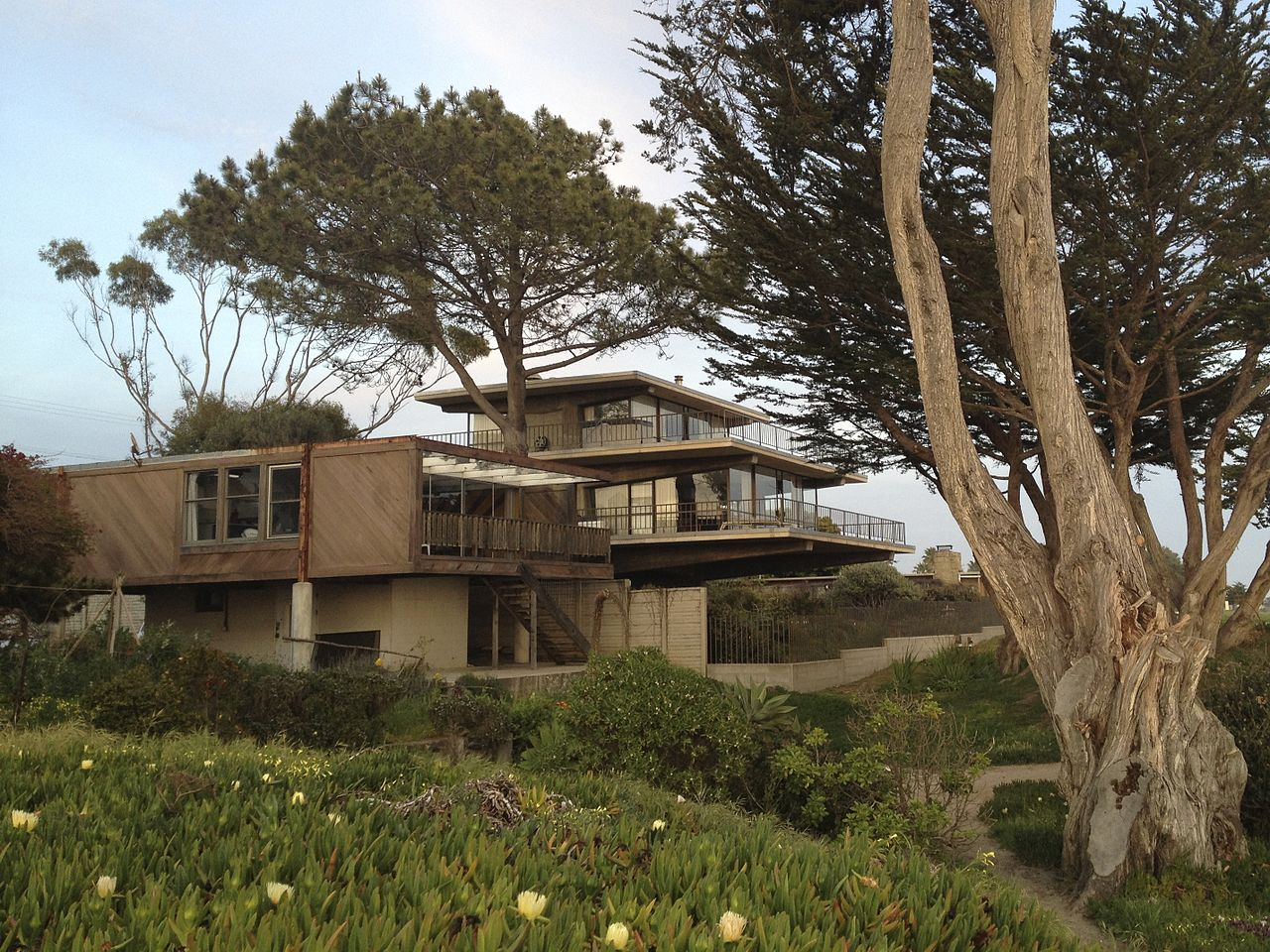 File:Isla Vista mid-century beach houses.jpg - Wikimedia Commons