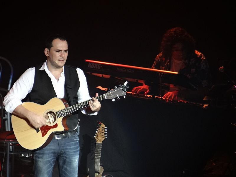 File:Ismael Serrano en el Teatro Gran Rex en agosto de 2012.JPG