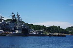 JS Oyashio (SS-590) and former JS Hatsuyuki at Yokosuka, -7 Aug. 2010 b.jpg
