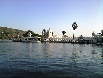 Lake Pichola - Image: Jagmandir Palace