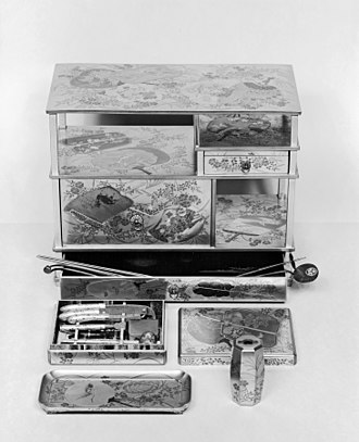 Kōdō - Kō-awase-dogu-dana cabinet for incense games (Gold lacquer, Edo period, 18th century)