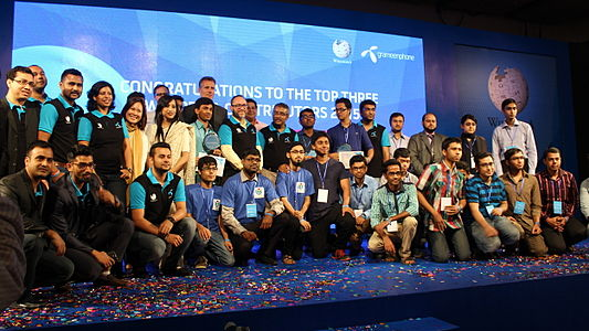 Jimmy Wales with the Wikipedians at BnWiki10 evenr by Nasir Khan Saikat (3).JPG
